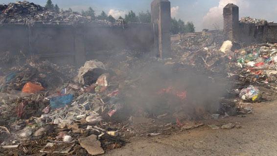 quán cà phê bốc cháy lan qua cơ sở thu mua sắt phế liệu ở bÌNH Dương